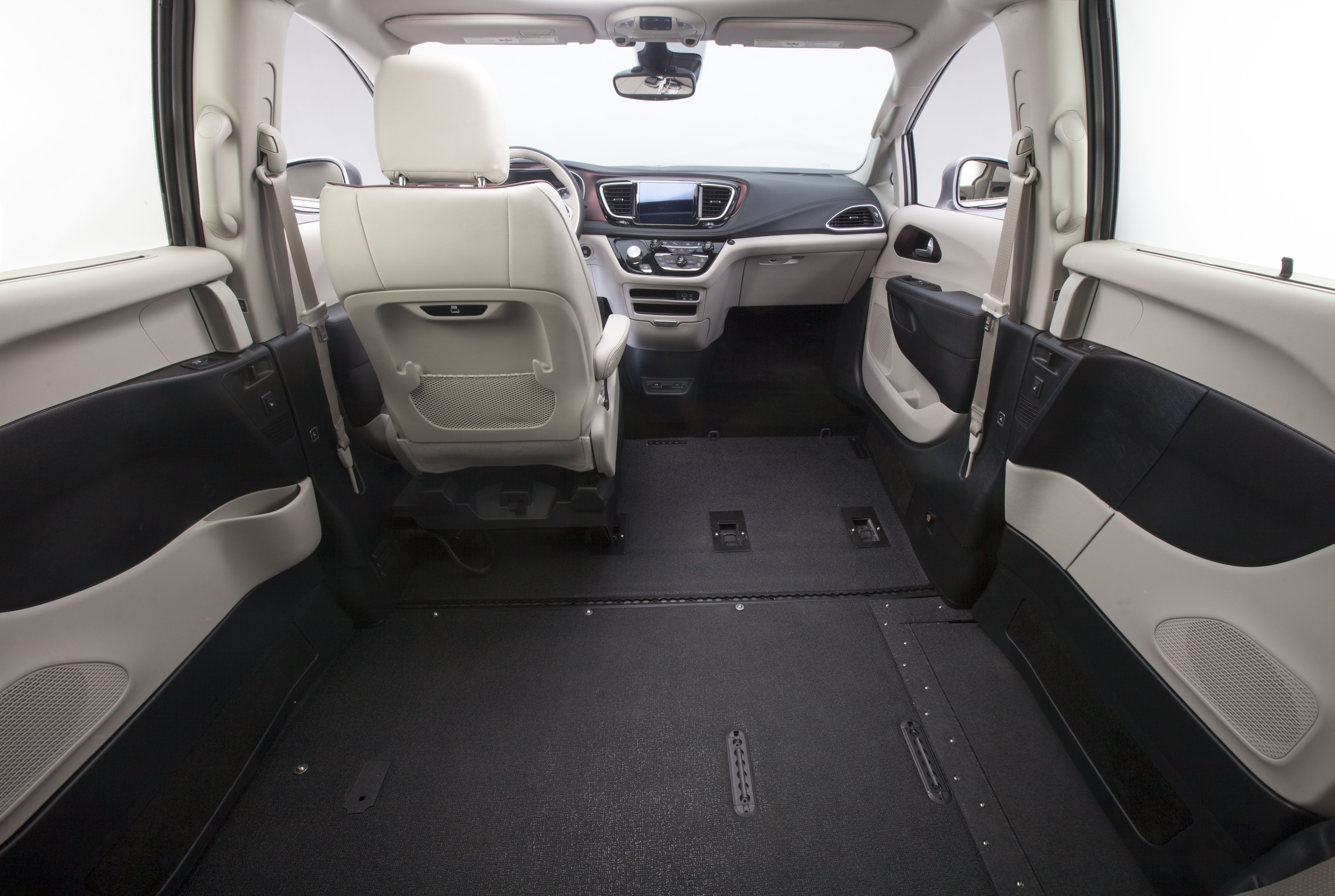 Chrysler Pacifica Interior 1 659 2016 Nov 4 Jpg 5555 3728