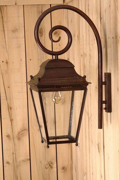 Lanterne d 39 ext rieur suspendre sous potence sur for Porte lanterne fer forge