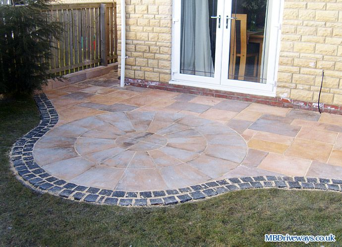 Patio edging bradstone old riven flagstone paving for Patio edging ideas