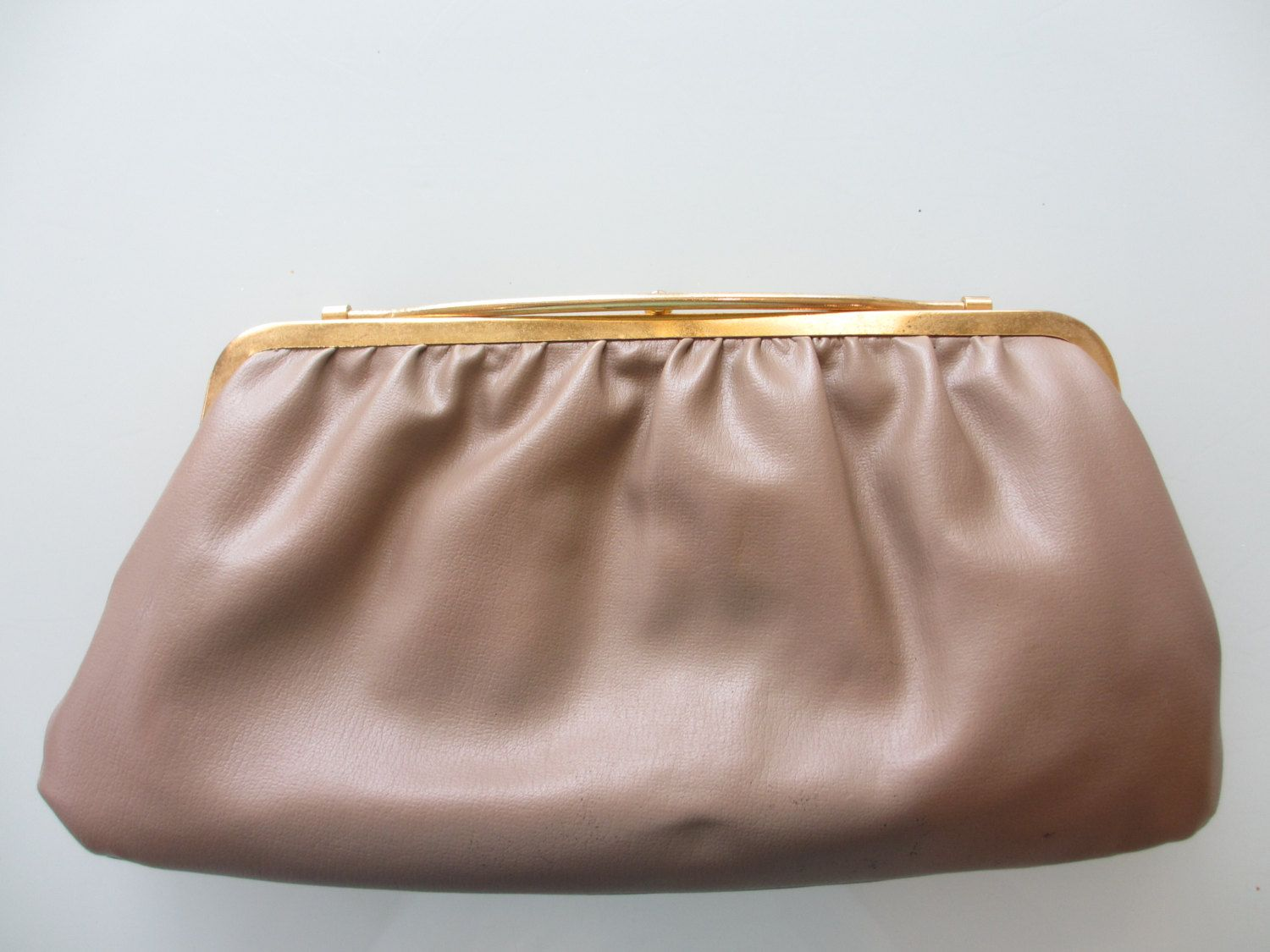 Vintage Faux Leather Beige Clutch by MemphisNanney on Etsy