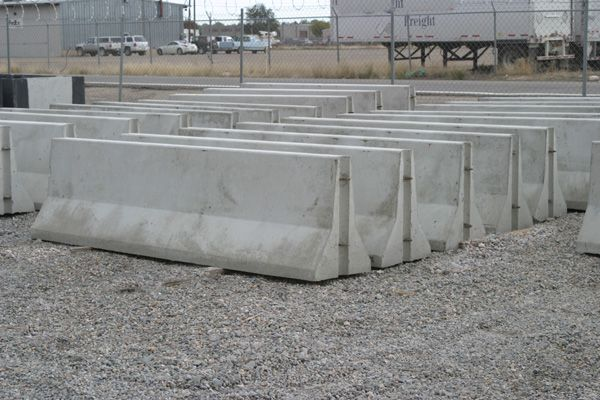 Concrete Construction Barriers In 2020 Construction Barriers Jersey Barrier