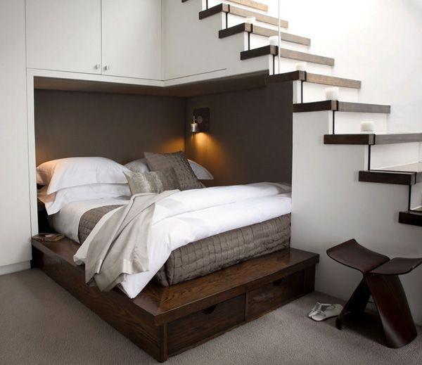 Raumsparende Einrichtung Ideen Unter Treppen Bett Eingebaut Im