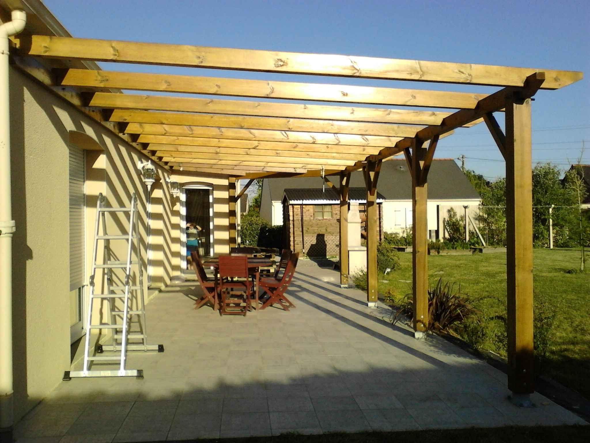 Tutoriel Complet Sur La Fabrication Et Le Montage D Une Pergola En Bois Faite Maison Adossee Bois Construire Pergola In 2020 Outdoor Pergola Pergola Pergola Plans