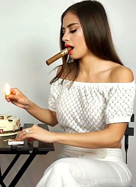 Teen Model Smoking Cigar Anyporn 1