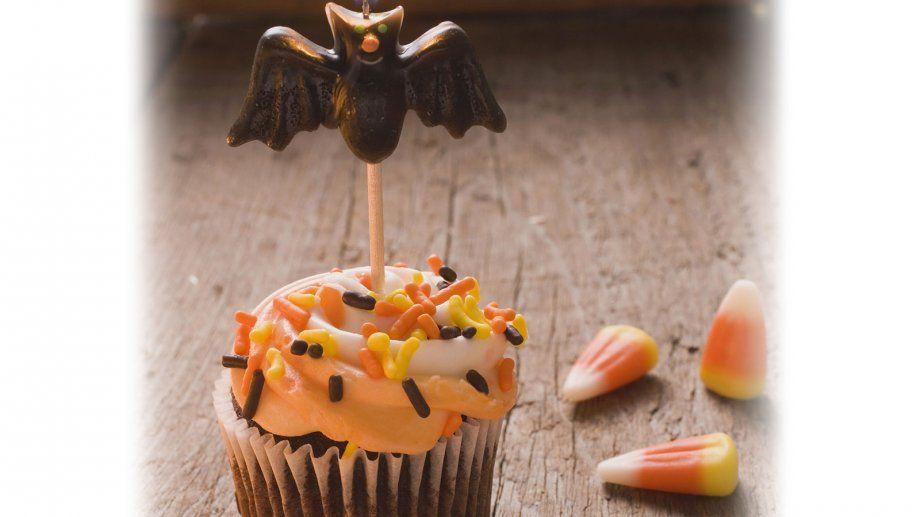 Eine gruselig-süße Verführung: Halloween-Cupcake | http://eatsmarter.de/rezepte/halloween-cupcake