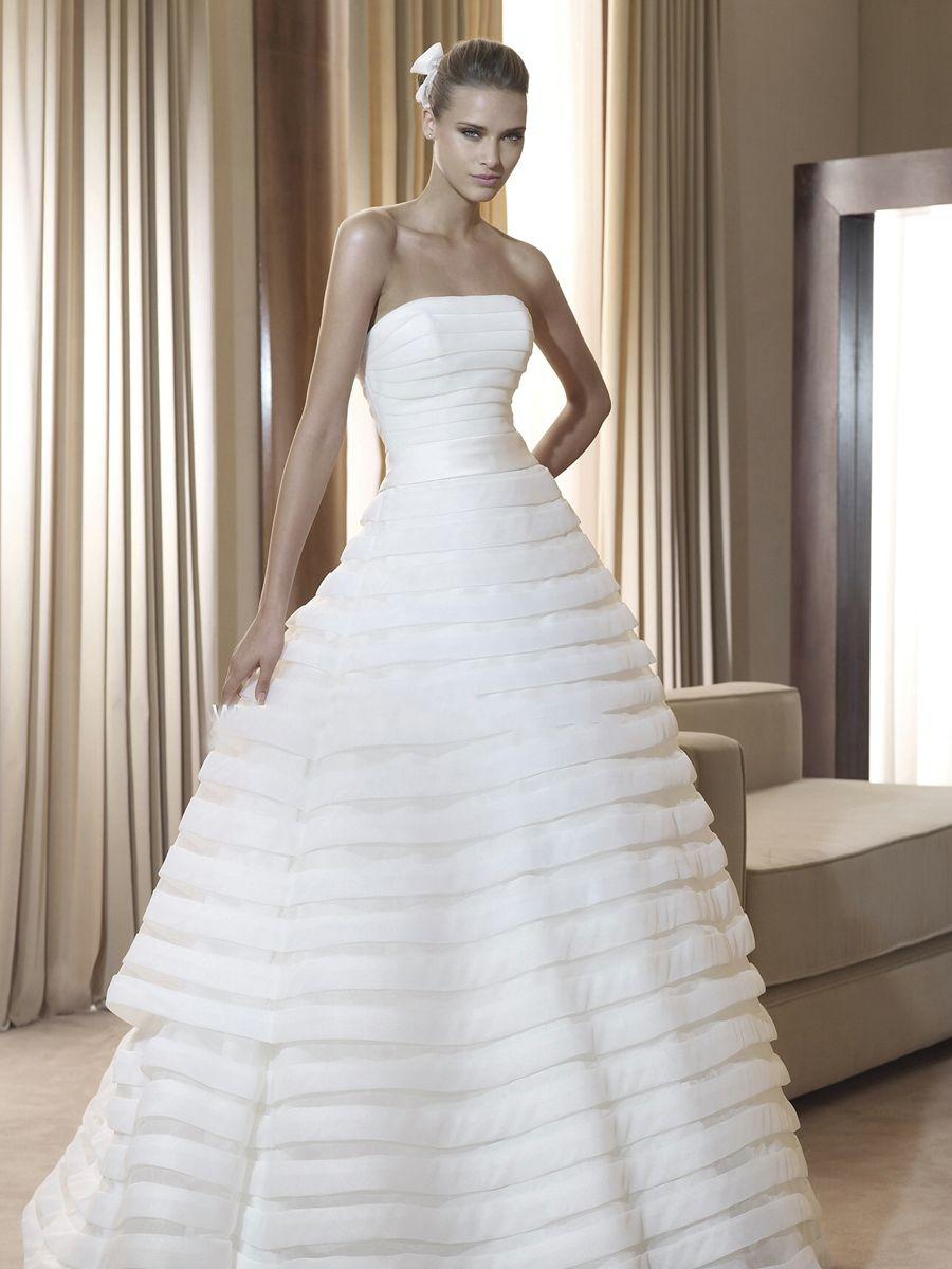 Dresses for summer wedding reception  Elegant Tulle Fabric Strapless Fully Layered Skirt Aline Silhouette