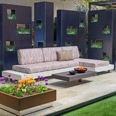 Loungemöbel und Designobjekte aus Metall für Ihren Garten oder Terrasse von Grütter vereinen Metall und Design.  Die Pflanzengefässe, Brunnen, das Wasserspiel und eine Gartenbank von Grütter machen Ihr Paradies perfekt.  #gruetter #metallwaren #athome #stayathome #staysafe #loungemoebel #metall #garten #design #terrasse #sitzplatz #lounge #gartenmöbel #sichtschutz #meubles #design #jardin #fontaines #bancs #furniture #metal #swiss #swissmade #schweiz #terrasse #gardendesign #outdoor #wohnpunkt