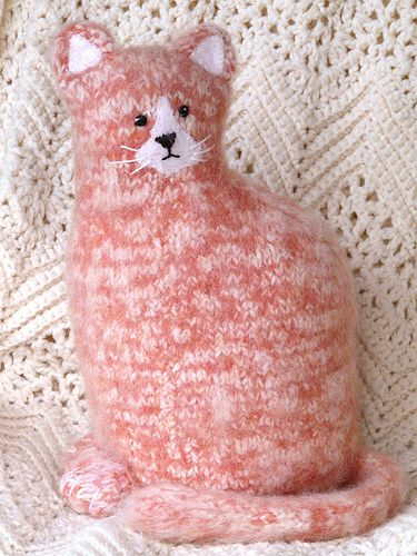 Knitted and felted kitty cat. Cute and cozy!  http://sussle.org/t/Knitting