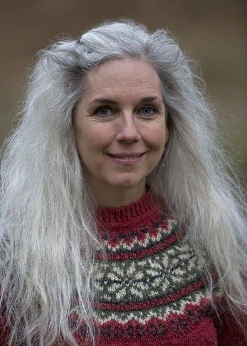 langes graues Haar - #graues #Haar #Langes | Silver hair