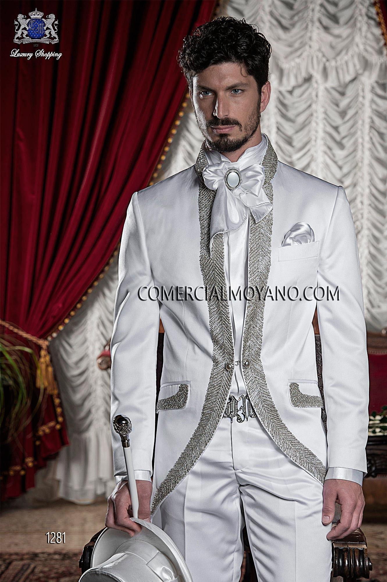 4bf07807fb Traje de novio semilevita de raso blanco con pedrería de plata y cuello  Mao