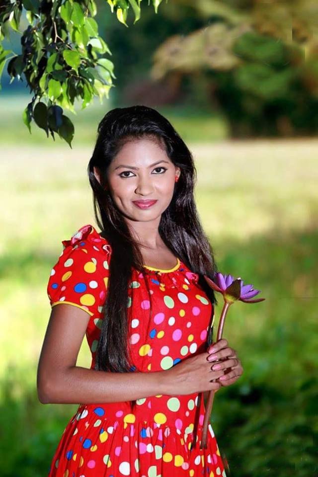 Sri Lankan Girl With A Beautiful Frock Sri Lankan Girls