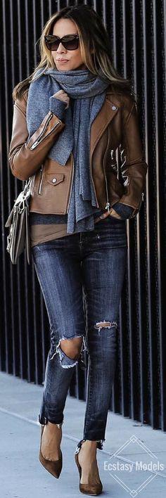 quality design 0b668 4fb2a Jeans + giacca pelle marrone + sciarpa | Outfit AI per ...