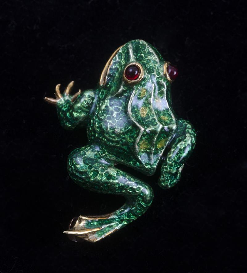 2badc3ede GOLD AND ENAMEL FROG PIN | ‿✿⁀°•.Froggies °•.‿✿⁀ | Pinterest