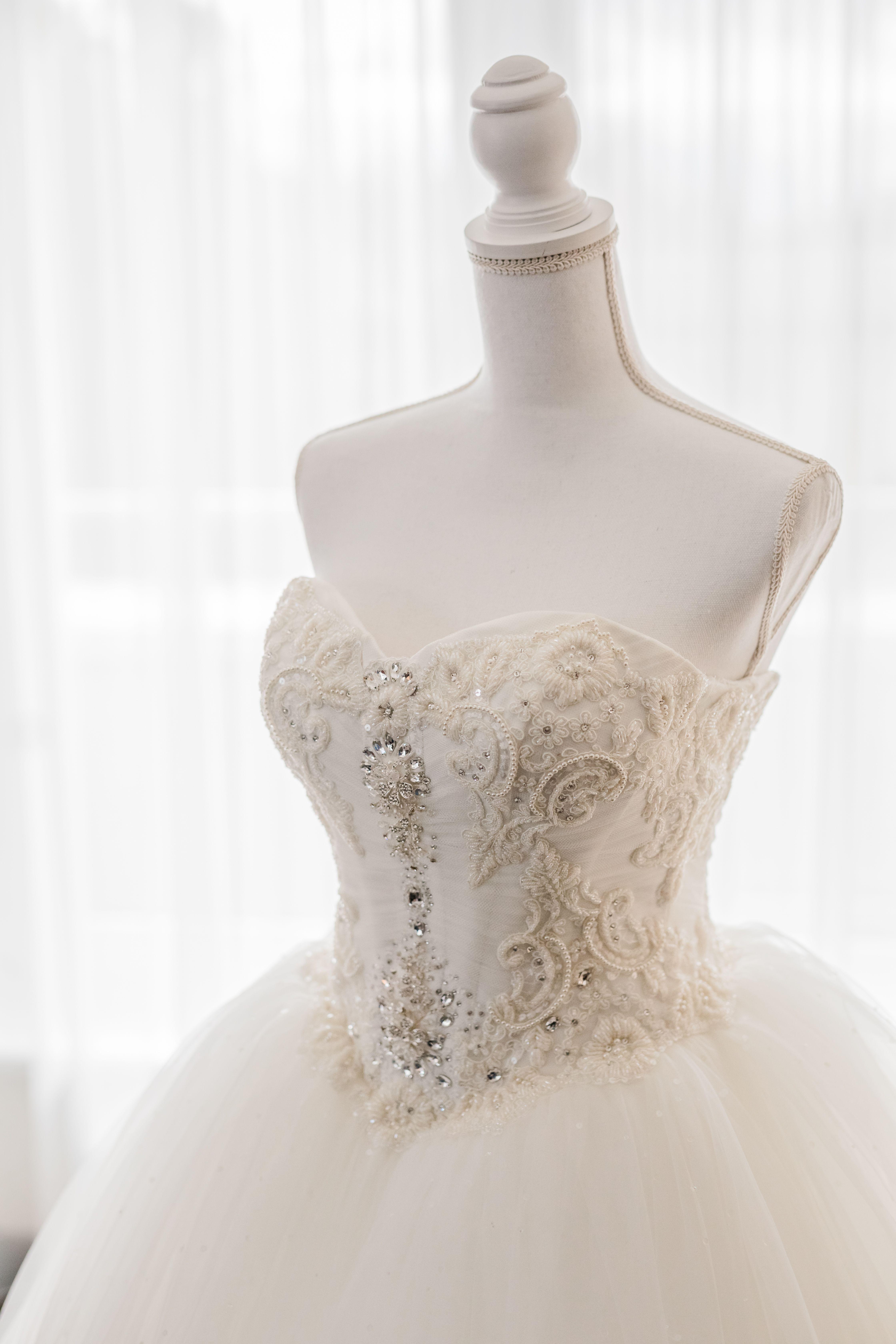 Edles Prinzessinnen-Hochzeit Brautkleid in 10  Kleid hochzeit