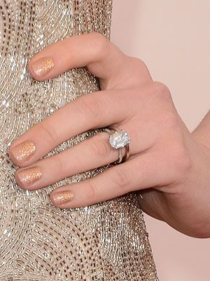 Anne Hathaway S Engagement Ring Gorgeous
