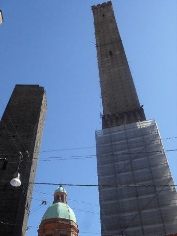 """Two Towers of Bologna, Asinelli and Garisenda. """"Asinelli is one of the highest towers in Italy and you can go up inside it for incredible views of the city (be warned...it's 500 steps up!)"""" by @poohstraveler"""