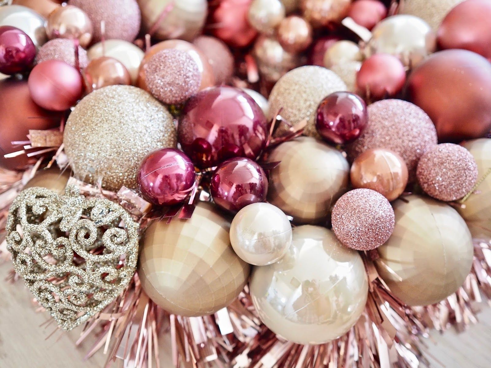 DIY Bauble Wreath | Christmas DIY - Dainty Dress Diaries #baublewreath