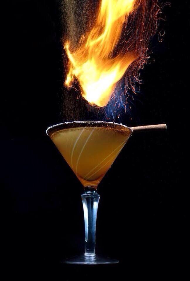 Tequila Reposado V&H Reducción de fruta pasión Infusión de naranja Sal rosa del Himalaya Canela quemada Y ¡listo a disfrutar! By Héktor Monrroy