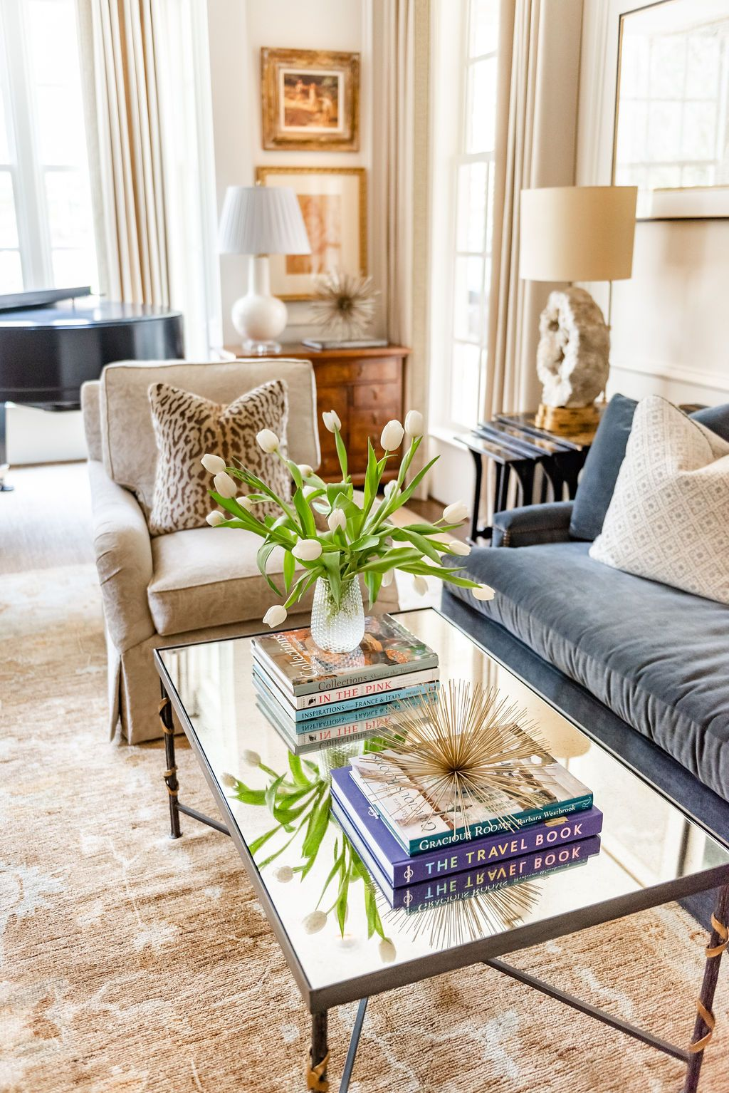 Transitional Living Room Style J Cathell In 2020 Transitional Living Rooms Home Living Room Living Room Style #transitional #living #room #decor