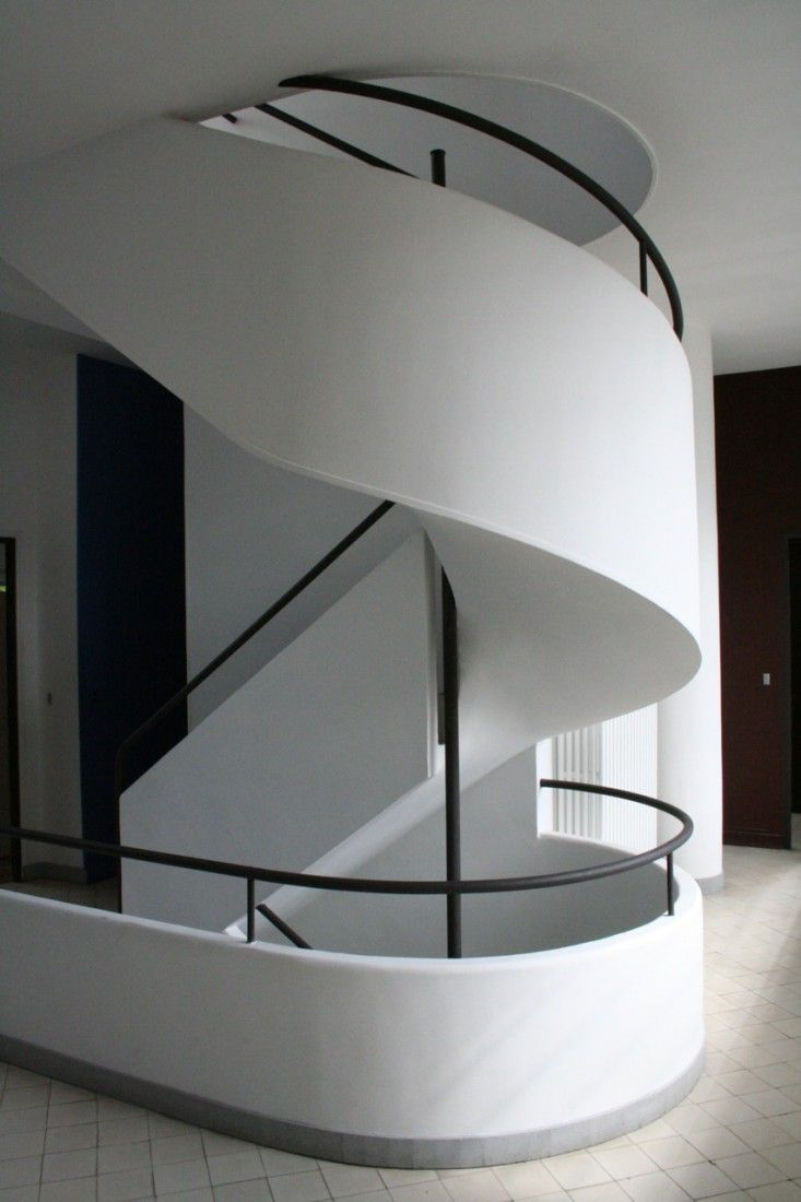 villa savoye by le corbusier staircase remodelista architecture pinterest architecture. Black Bedroom Furniture Sets. Home Design Ideas
