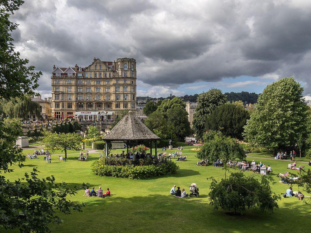 Sunday in the Park, Bath