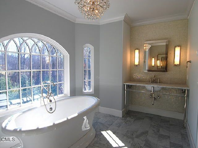 Great light , beautiful mosaic wall. soothing bathroom