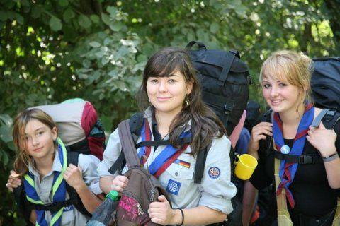 German Scout fickt willige Studenten Schlampe flach