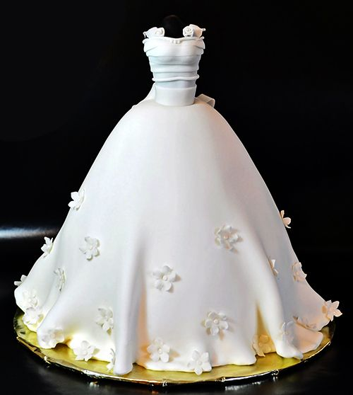 What A Pretty Bell Shaped Wedding Dress Cake With Edible Daisies And Cute