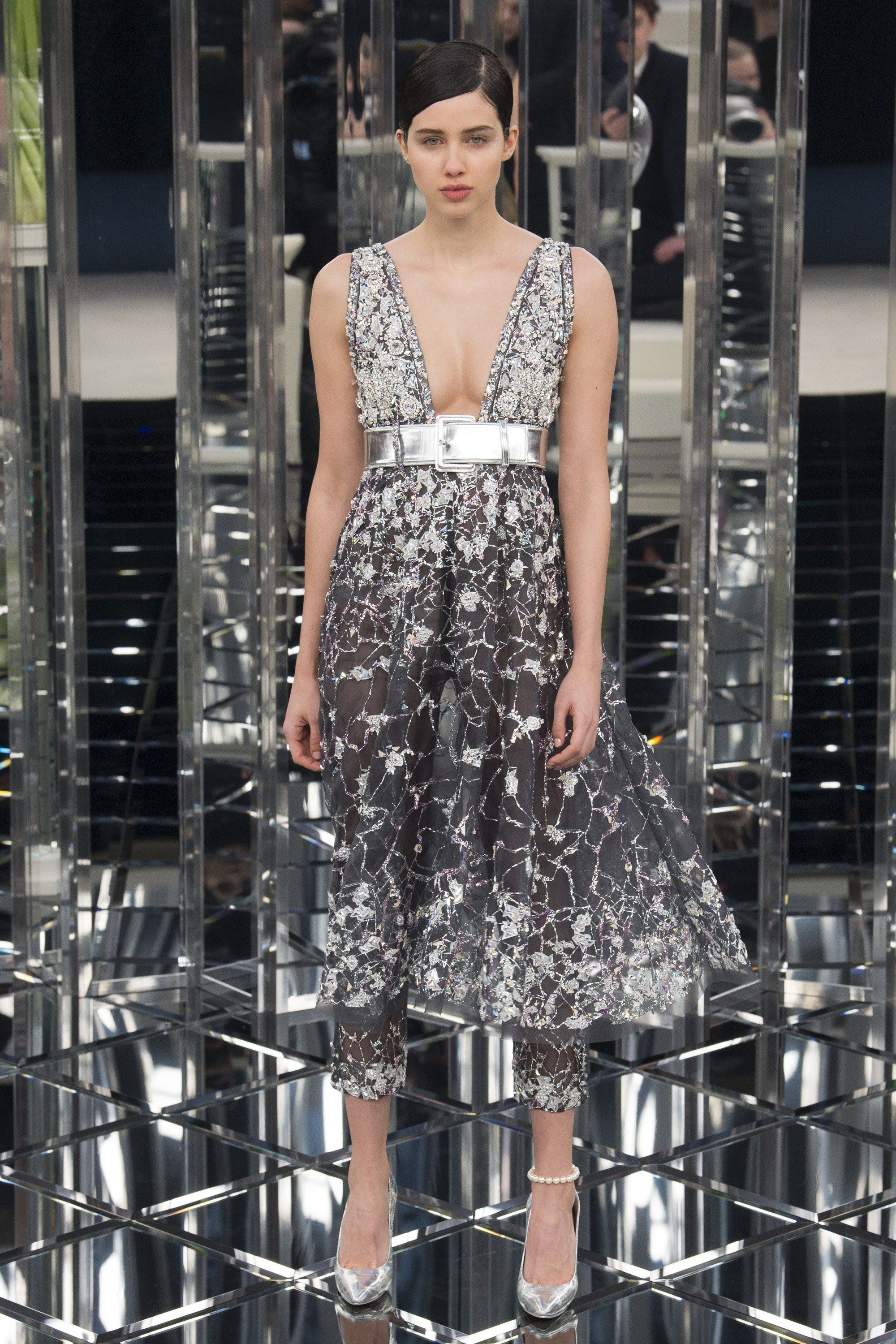 b1d707f8aa7 Famous face closed Chanel s show at Paris Fashion Week