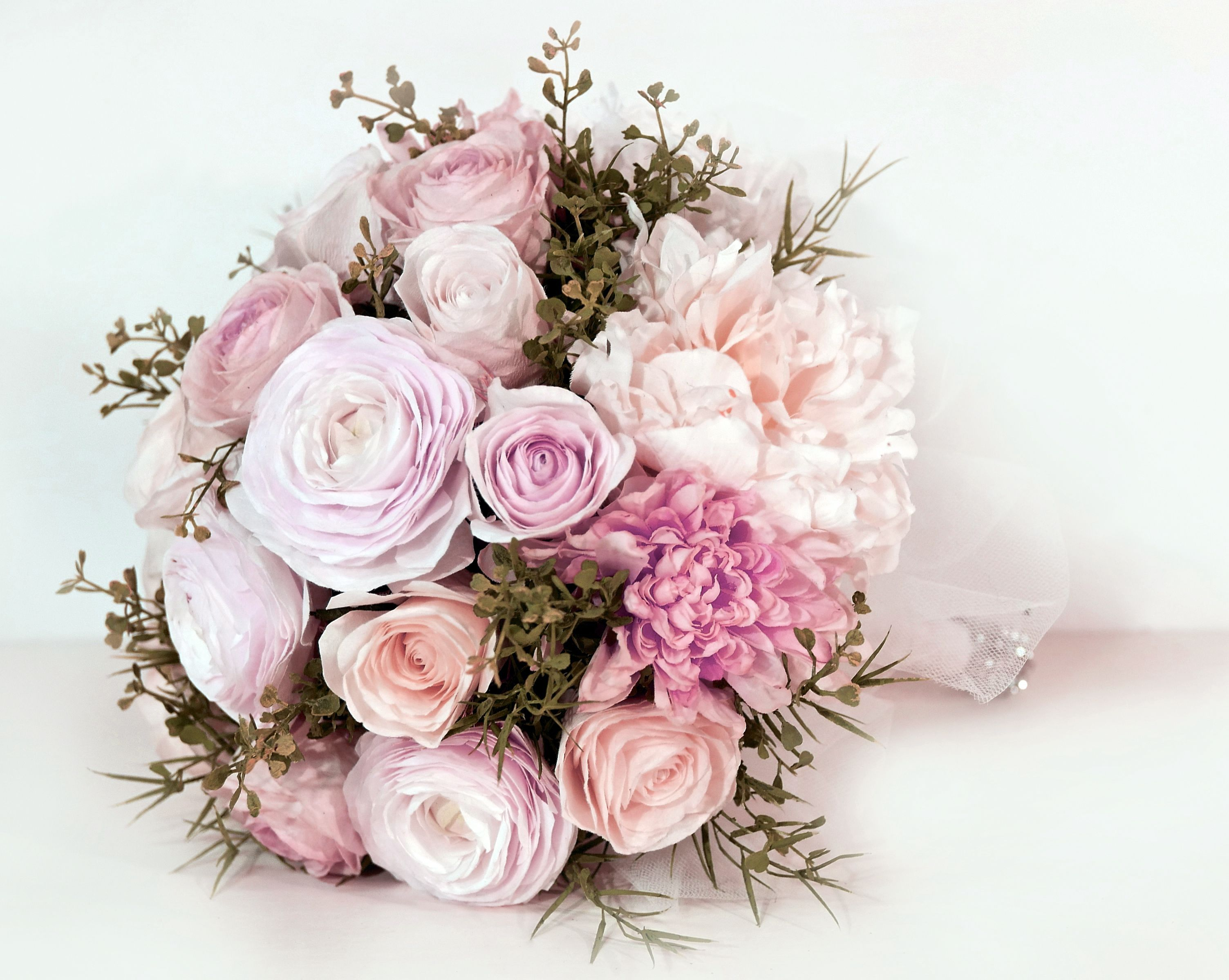 Simply breathtaking handmade paper flowers created by Roses N\' Lace ...