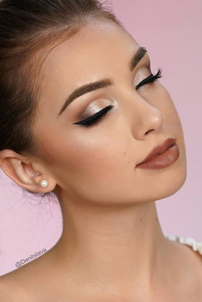 Shimmer Smokey Eyes With Black Line #blackeyeliner ★ When you want your homecoming to be big, it's time for striking and unforgettable homecoming makeup! To get the most of your look, we've prepared lots of amazingly beautiful and exquisite makeup ideas that will make heads turn. Simple natural looks with pink eyeshadow, classic ideas with dramatic burgundy red lip... #amazing #beauty makeup #Homecoming #Ideas #makeup #makeup augen #makeup hochzeit #makeup ideas #makeup tips #wedding makeup