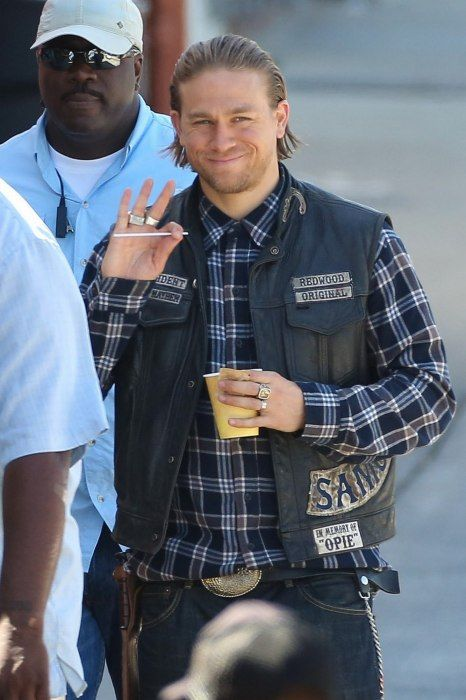 Charlie Filming Sons Of Anarchy Season 7 On Monday June 2nd More Filming Photos Here Http Bit Ly 1p5n Charlie Hunnam Charlie Hunnam Soa Sons Of Anarchy