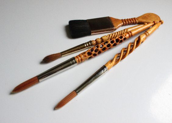 Hand Carved Brushes As Focus Carving