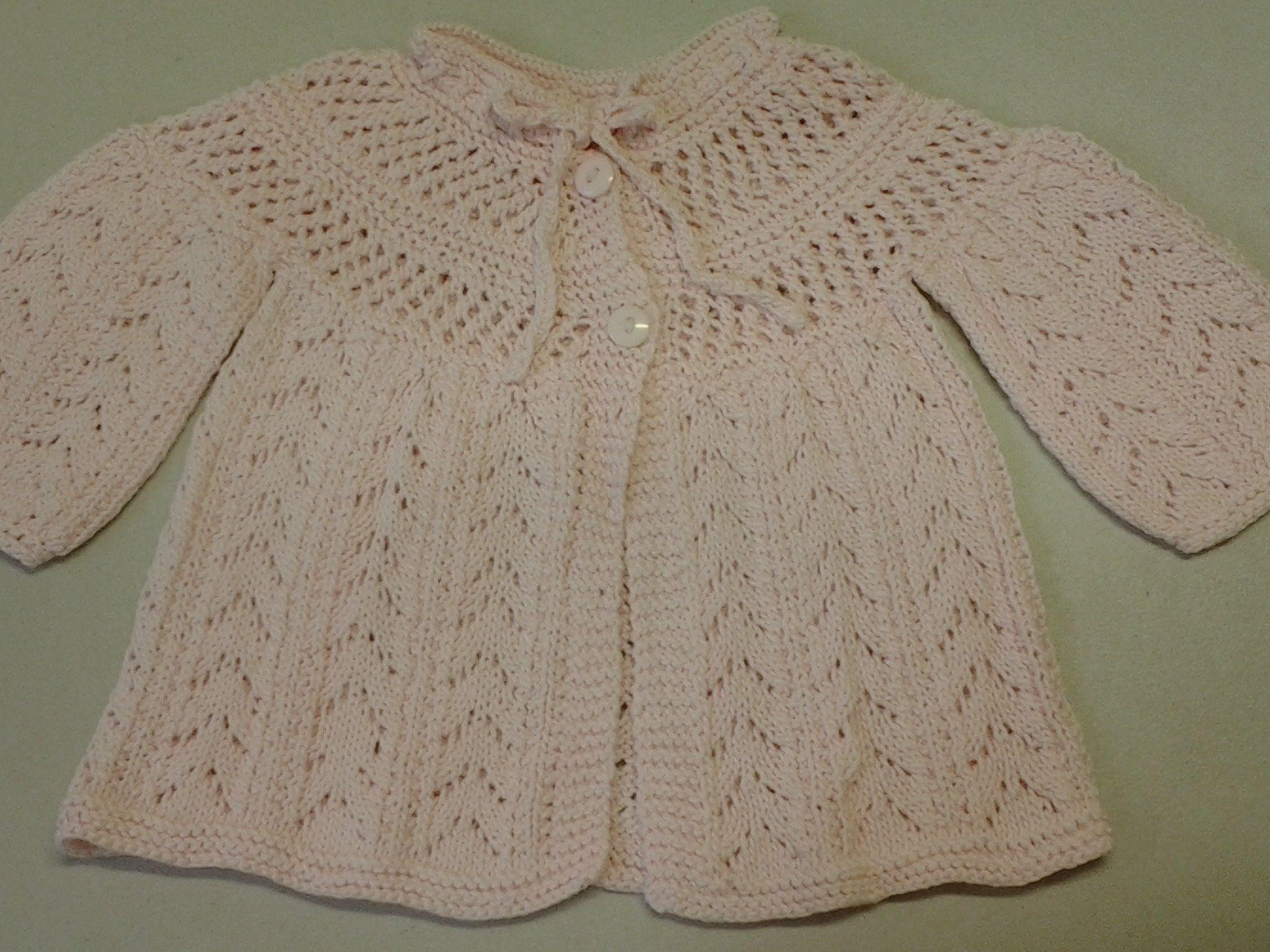 Es una chambrita para beb de 6 meses aproximadamente tejida con agujas en hilaza de algod n - Tejer chaqueta bebe 6 meses ...