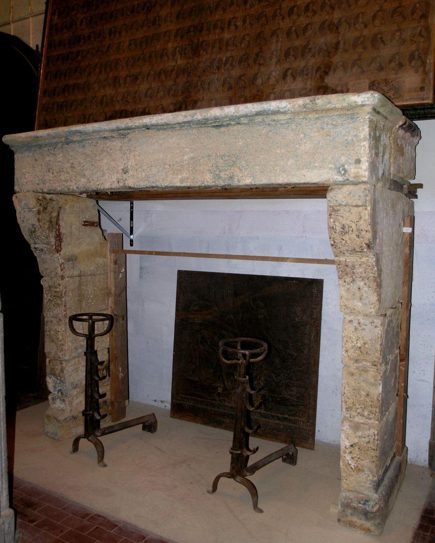 Immagini Camini In Pietra chp194 camino in pietra di borgogna,mis.cm 205 x h cm 174 p