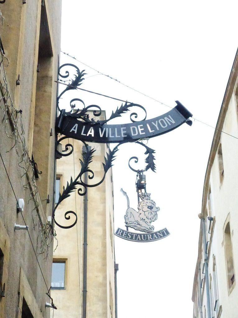 """Restaurant """"à la ville de Lyon"""", à Metz. en 2019 Villa"""