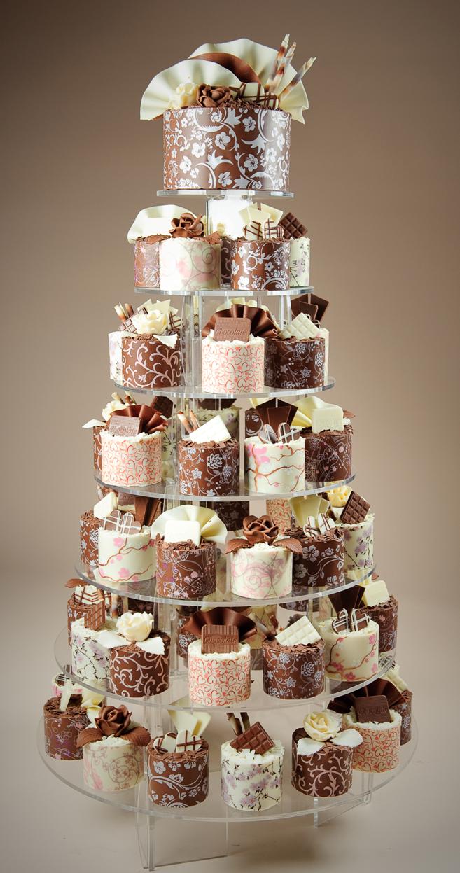 each guest gets their own miniature wedding cake!