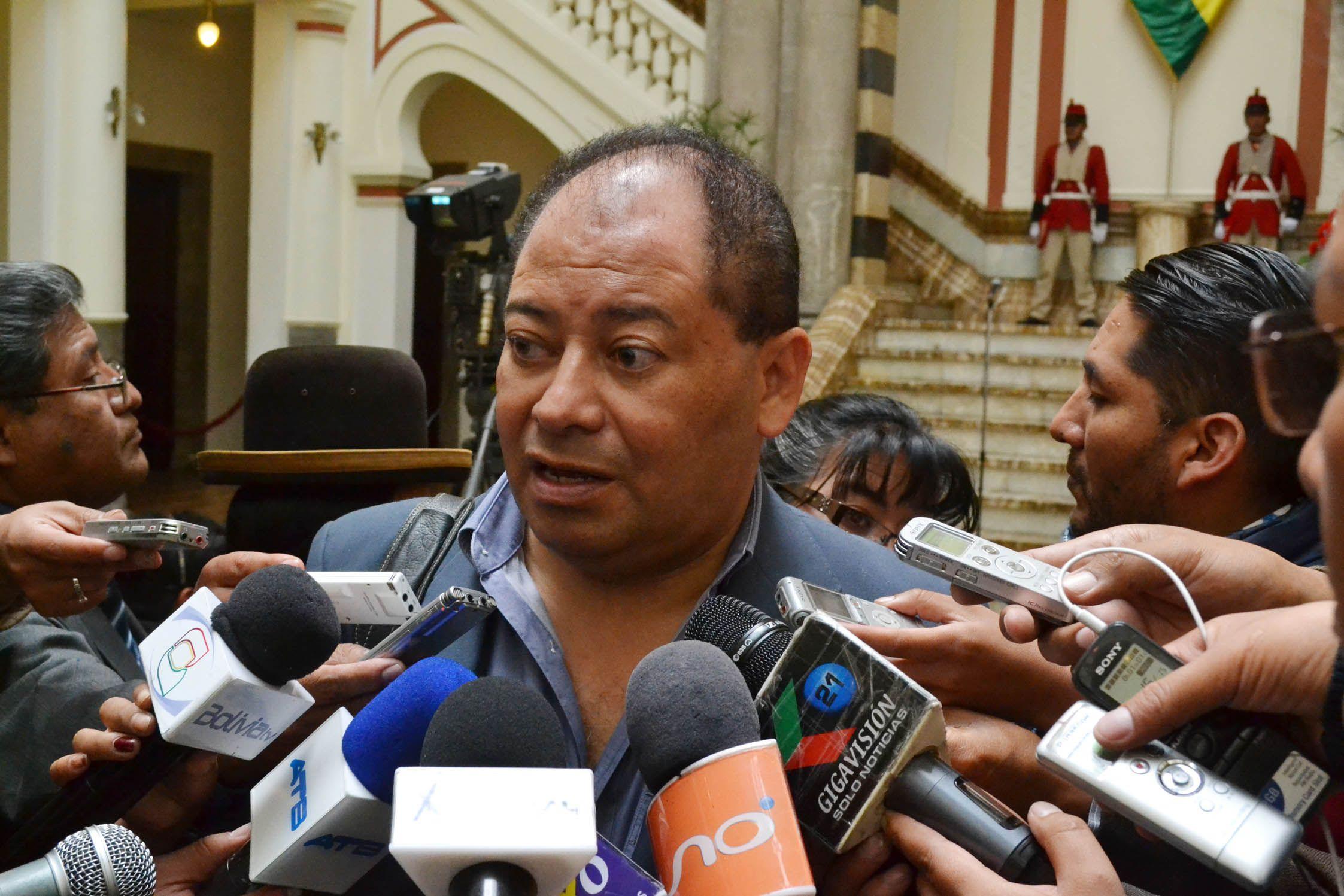 Ministro Romero dice que padre y tío de Gabriela Zapata tuvieron cargos en la Policía