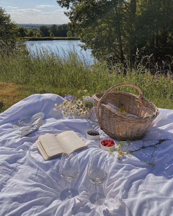 10 Books to Read This Summer | Song of Style