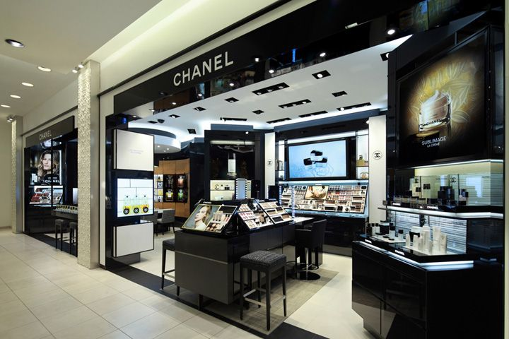 Chanel Cosmetics Shop Is Black Theme Very Classical