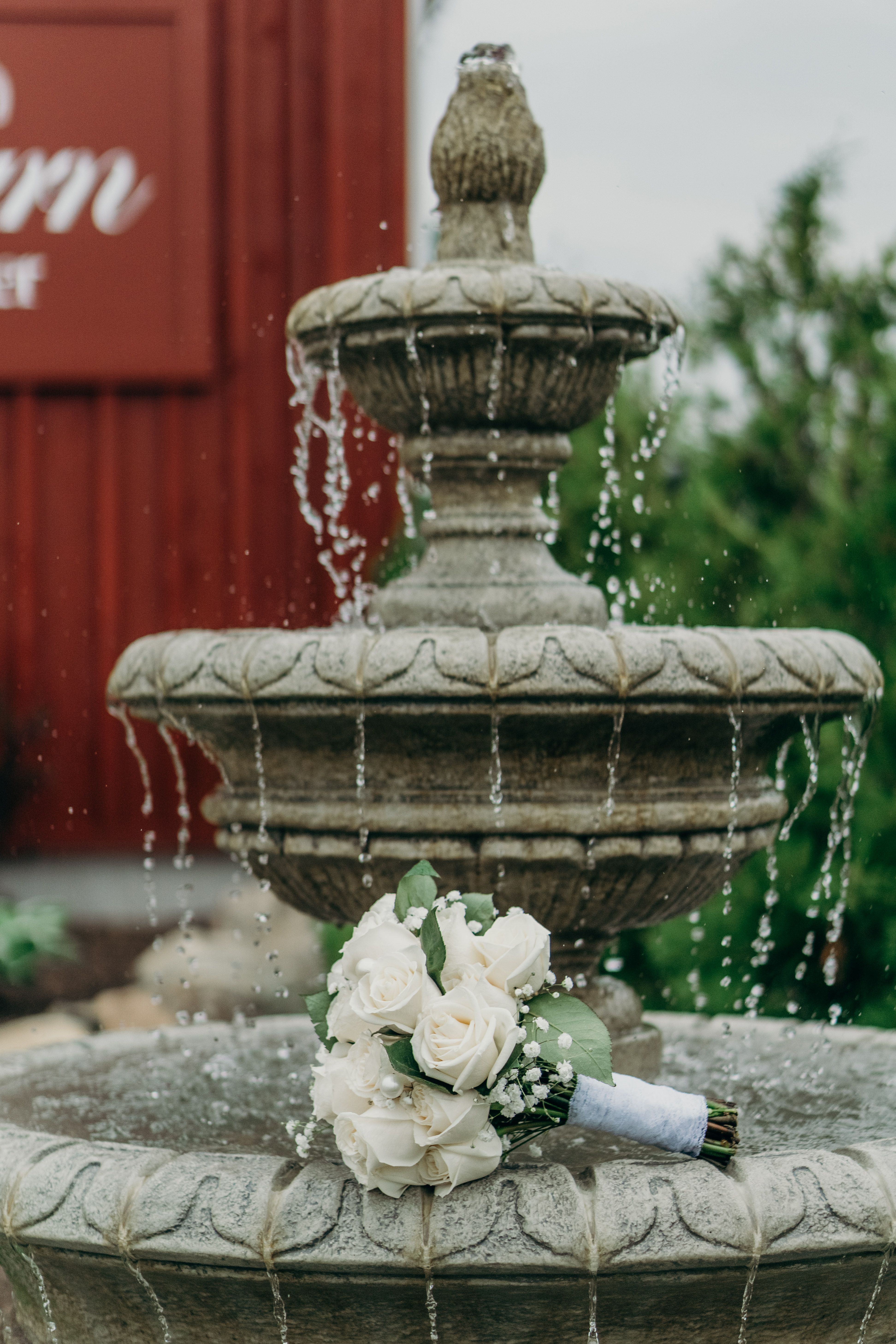 Nature always is the best model: water and bouquet. Photo ...