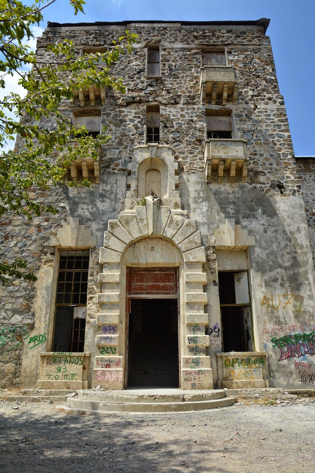 secretcyprustravel the abandoned verengaria hotel at prodromos