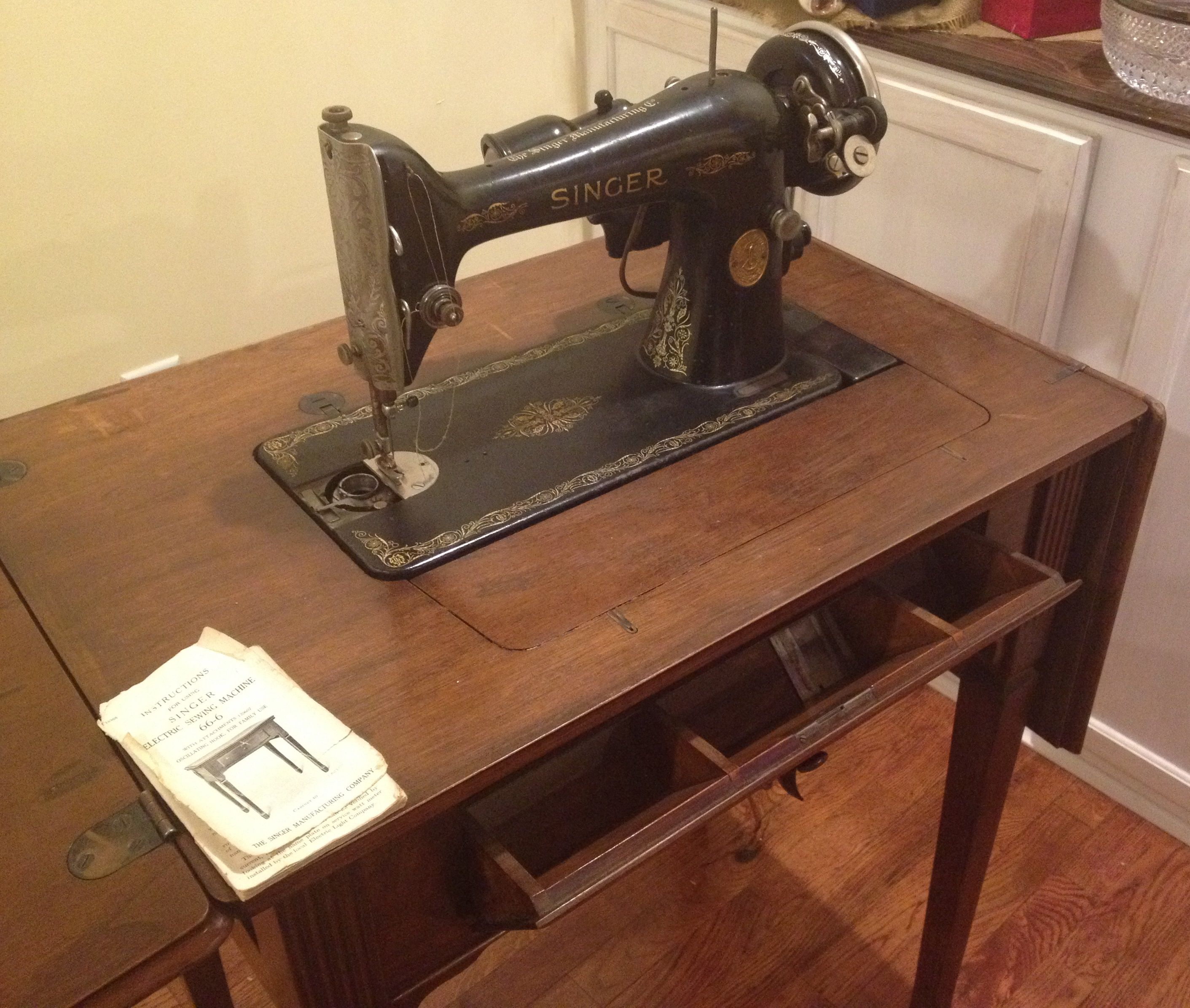 1928 Singer Sewing Machine and Table- $400 | Antiques | Pinterest ...
