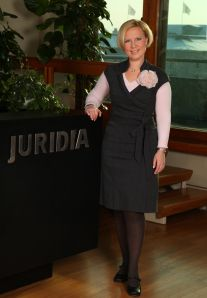 Markkinointijuridiikan asiantuntija, asianajaja Elina Koivumäki kertoo sosiaalisen median alkaneen näkyä hänen työssään tiiviimmin vuosi-par...
