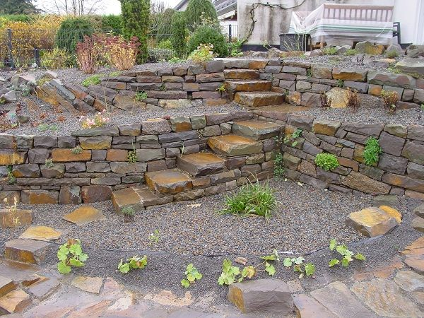 Senkgarten naturstein landscaping rock retaining walls - Wall im garten anlegen ...