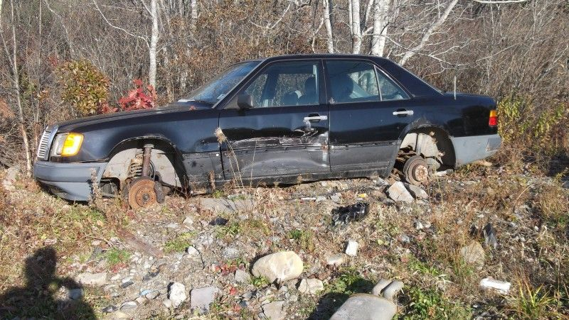 Images Of British Junk Yards   Salvage Yard Find: U002786 300E   Mercedes Benz  Forum