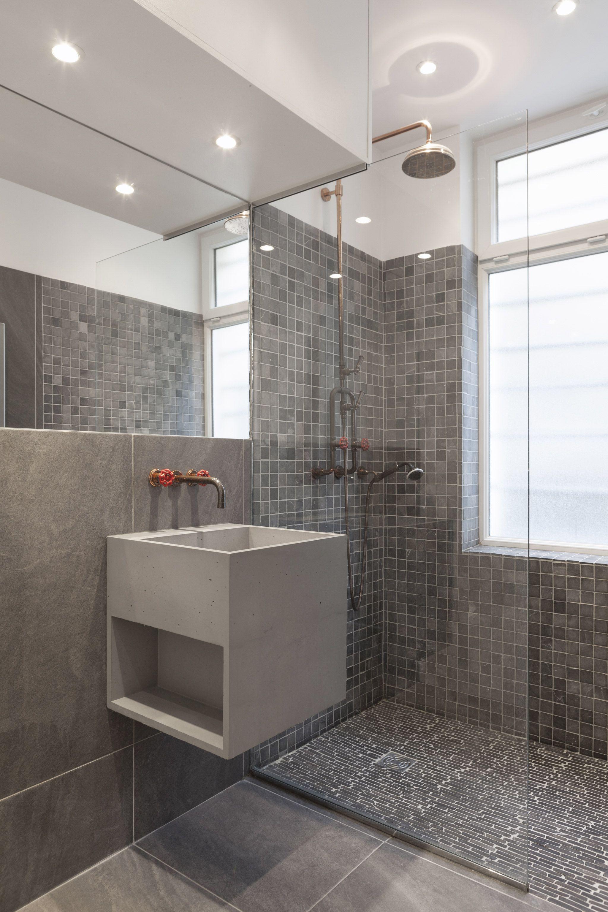 Salle De Bain Douche Et Baignoire Leroy Merlin ~ Salle De Bain Avec Vasque En B Ton L Ger Bathroom Salle De Bains