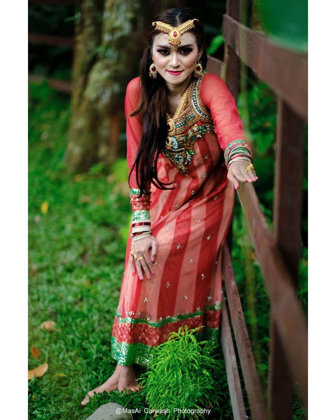 BEAUTY OF HINDUSTAN....BEAUTY OF HINDUSTAN.  (Moment puri mataram art photography)  Model.@resty_ramadhani_.  Mua.@rity_doyle  Location.@puri_mataram .  #fujifilmxt3 #fujifilmxt2#terfujilah #fashionforward #fashionphotographer #fashionmodel #fashiondaily #fashiongirl #fashionphotography #fashioninspiration #fashioneditorial #fashionshoot #nikon #artistic_greece #portraitmood #sombrebeings #potrait #portraits_ig #photography #portrait_shots #portraiture #potraiture #canon #instamood #instafol