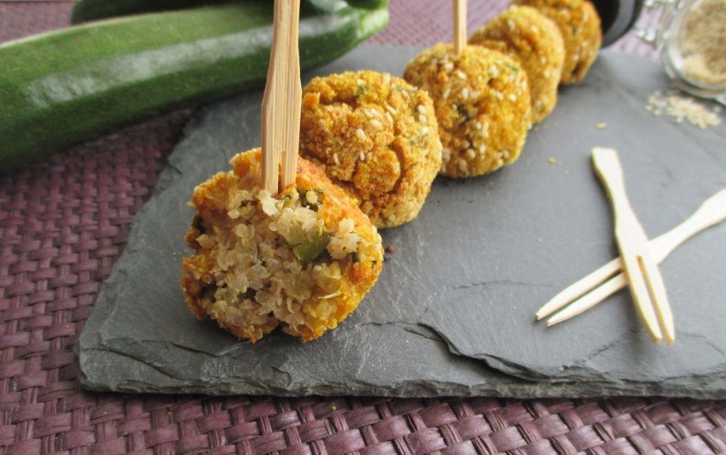 La quinoa è molto versatile in cucina ma si presta molto alla preparazione di polpette. Io vi propongo la ricetta delle polpette di quinoa e zucchine, light e salutari . Gustose e cotte al forno, saranno molto apprezzate!