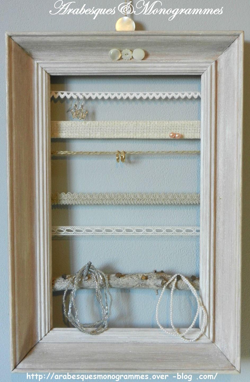 pr sentoir bijoux barettes lastiques sur cadre ancien c rus dentelle lin tress croquets. Black Bedroom Furniture Sets. Home Design Ideas